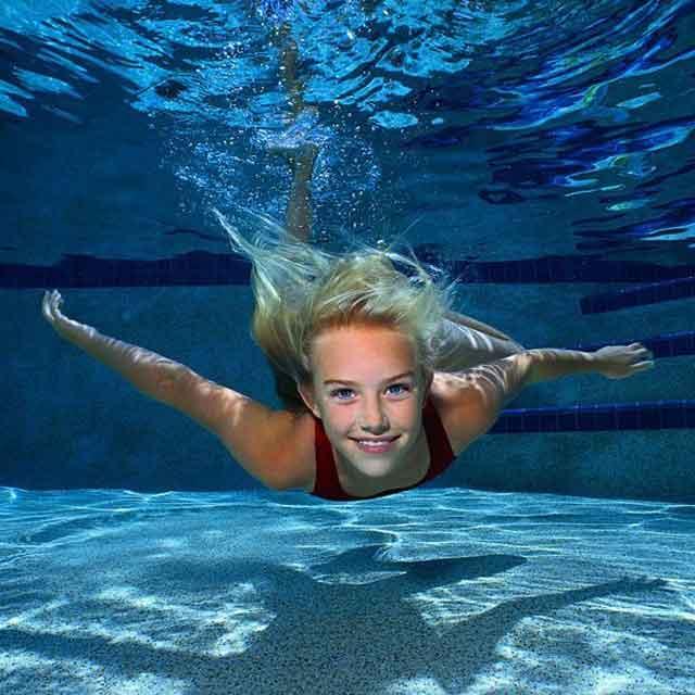 Girl-underwater-640x640.jpg